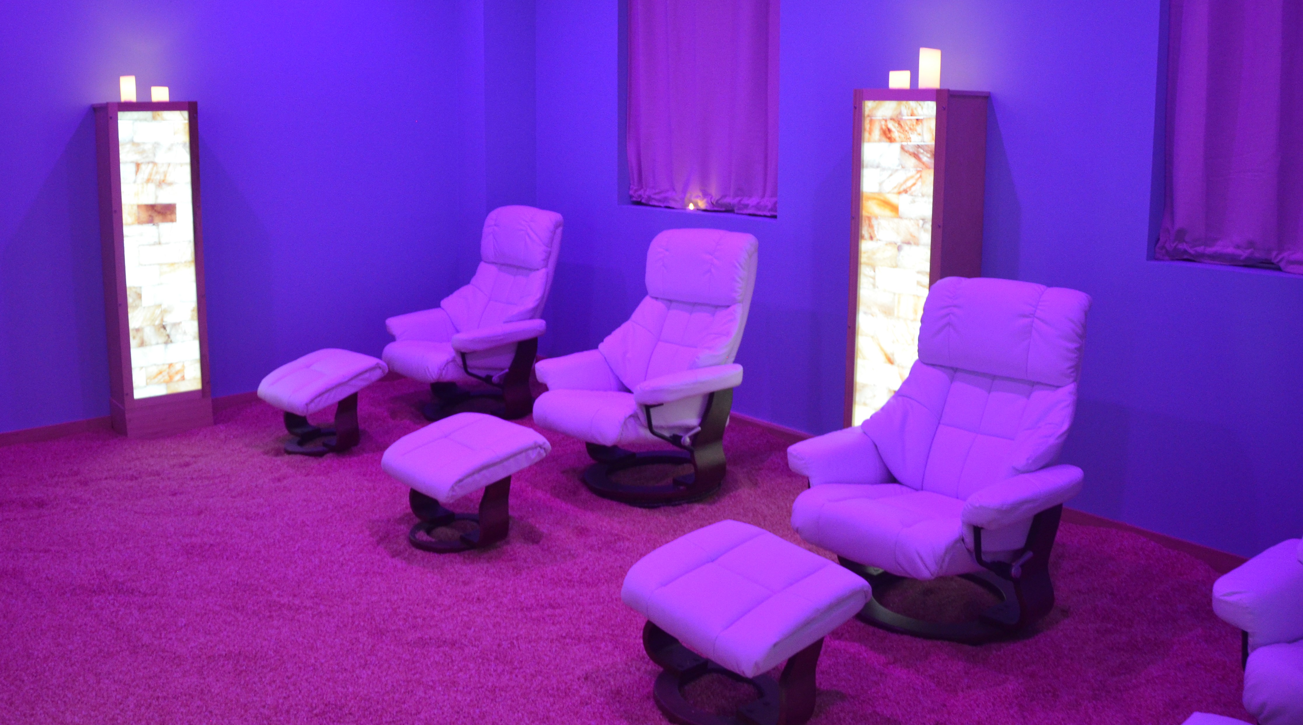 Adult salt therapy room