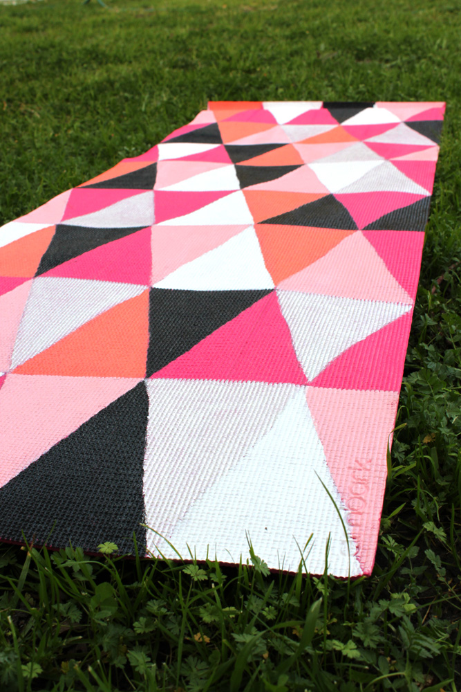DIY Painted Yoga Mat – How To – thesassylife