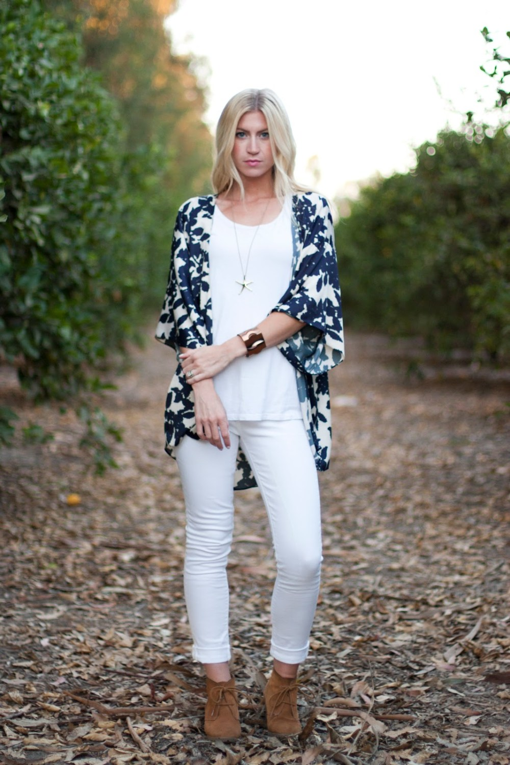 DIY Blue and White kimono over white top and white jeans, paired with tan fringe boots