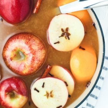 easy holiday wassail in a pot