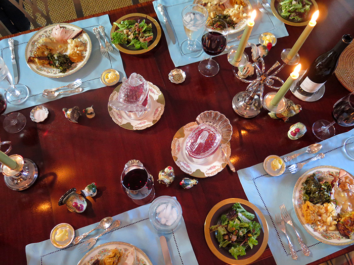 thanksgiving-table-food-the-savvier