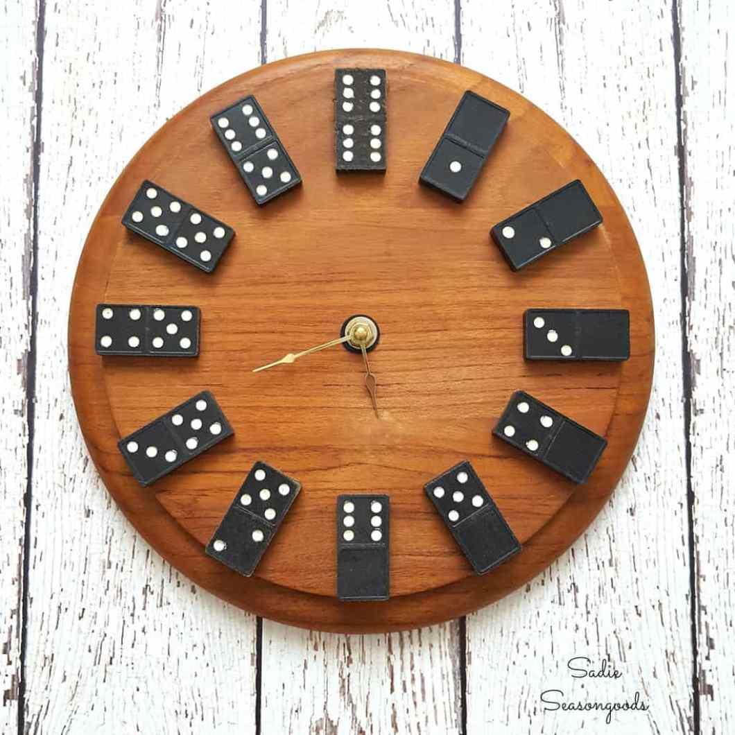 dominoes clock