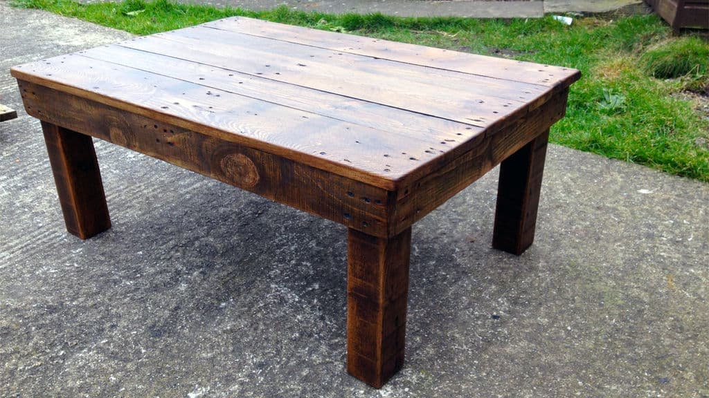 21 Clever DIY Pallet Coffee Tables For Your Living Space