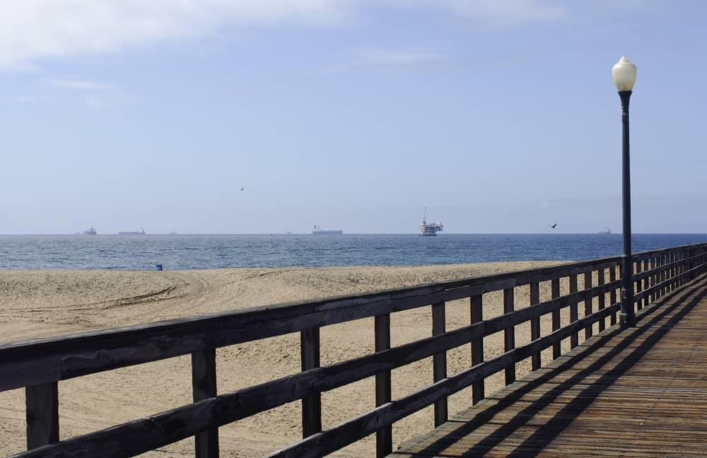 beachfront grid railing