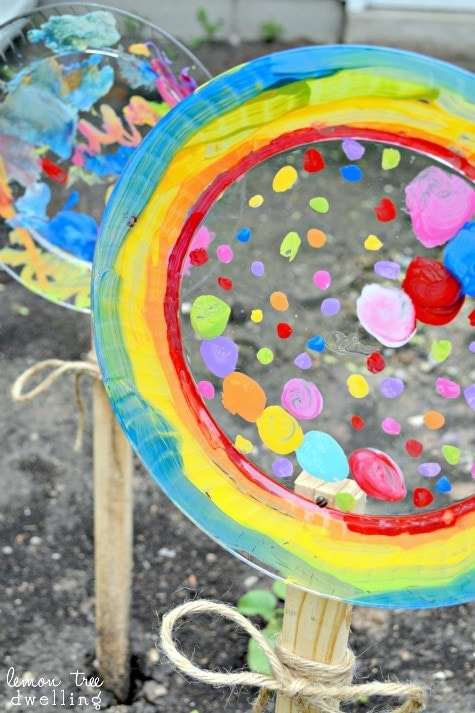 Painted Garden Flowers Don't worry if you don't have tons of live flowers growing in the garden! You can make your own painted garden flowers to add color and avibrance to your bare backyard. Your kiddos are sure to enjoy this craft. thesawguy.com