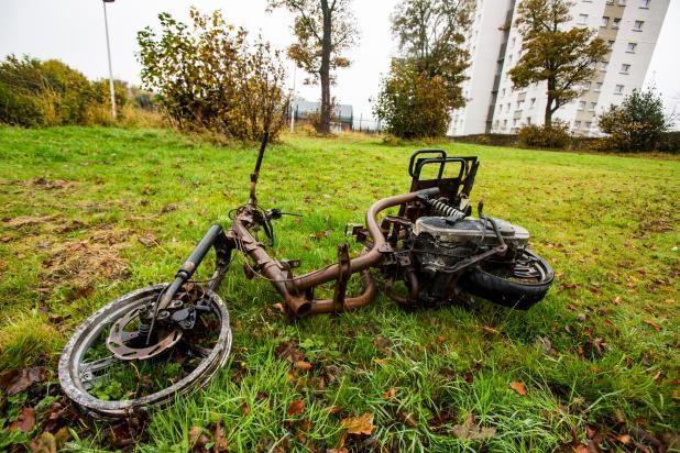 Burnt out motorbike in Niddrie