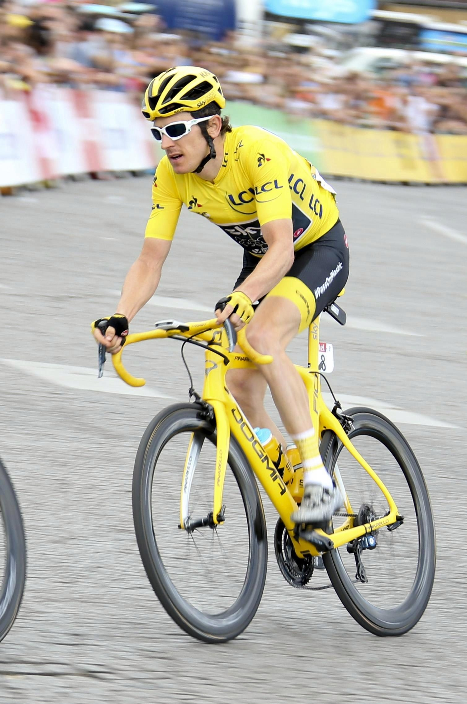 Geraint Thomas says there is 'no reason not to' wear a helmet while cycling