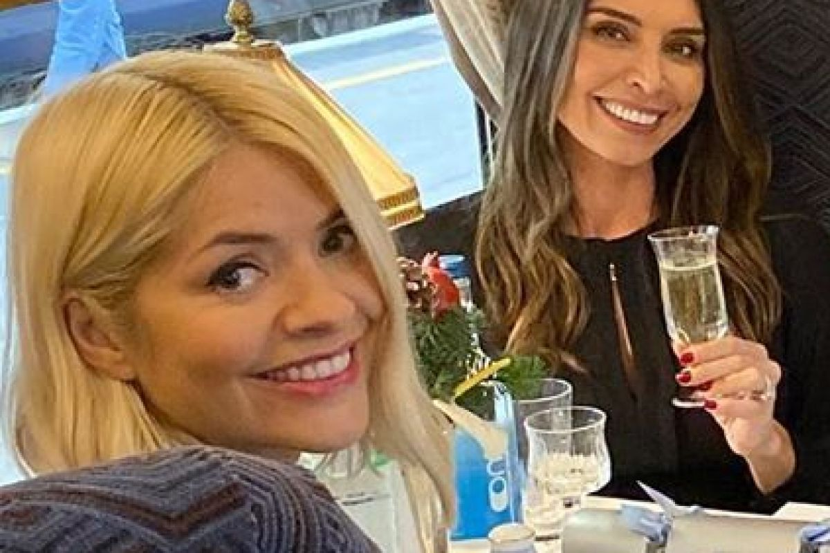 Holly Willoughby enjoys £400 boozy lunch with Emma Bunton and Christine Lampard aboard luxury train