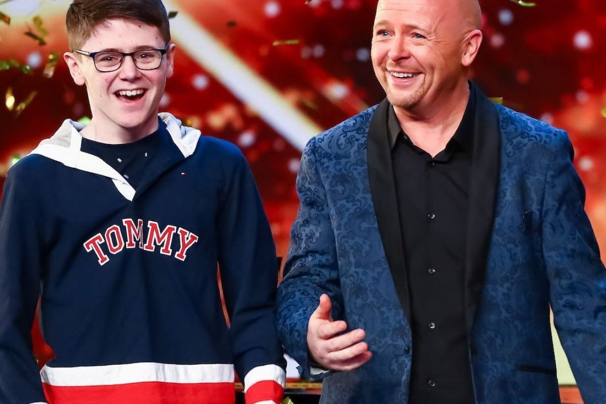 Britain S Got Talent Viewers Break Down In Tears As Ant And Dec Push Their Golden Buzzer For Comedy Singer Jon Courtenay The Scottish Sun