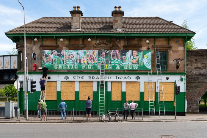 The Brazen Head pub unveiled their latest tribute banner to Celtic
