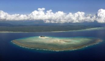 Mnemba atoll - Unguja en arriere plan