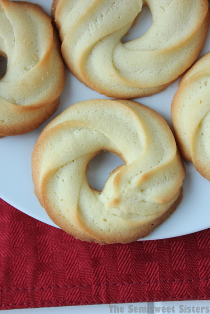 Danish Butter Cookies (Klassiske Vaniljekranse)