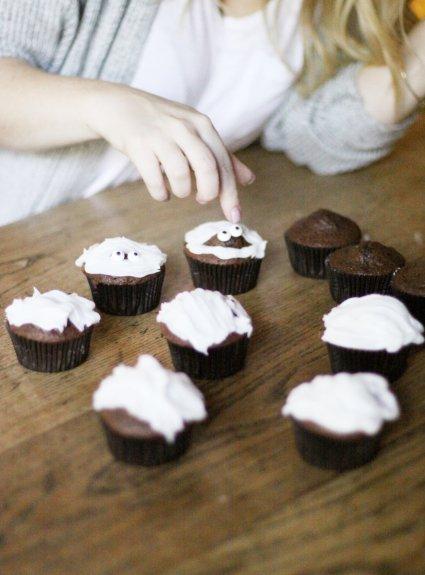 Easy Mummy Cupcakes