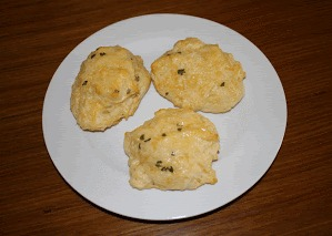 These Cheesy Garlic Biscuits are so simple to make and taste really similar to the ones you get at Red Lobster.