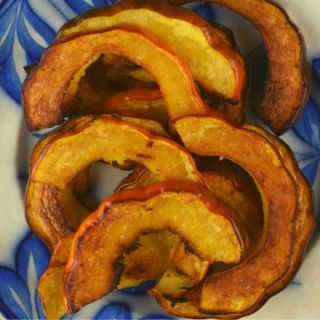 With simple ingredients like oil, salt and pepper, you can enjoy the natural flavors of acorn squash. My Healthy Roasted Acorn Squash recipe will walk you through step by step instructions until you reach golden brown perfection.