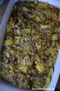 What do you get when you combine your favorite summer sandwich with a humble summer vegetable? Bacon Cheeseburger Yellow Squash Casserole is a great way to amp up all those summer squash and convert them into a meal fit for your entire family.