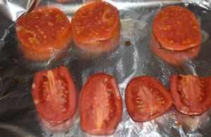 Garden-fresh tomatoes are broiled with a perfect topping made with a combination of sour cream, mayonnaise, onion and dill.  Once finished, these Broiled Tomato Slices can be served as an easy summer side dish or a fancy party hors doeuvre.