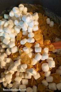 Cornflake Candy with Marshmallows looks fancy, but in reality, the recipe is so simple, that even children can follow the instructions. These divine cookies will satisfy any sweet tooth, and the recipe only calls for five ingredients.