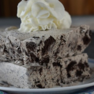 Oreo Ice Cream Cake is a perfectly easy 3 Ingredient Cookies and Cream Recipe. This ice cream cake features chunks of your favorite Oreo cookie to create a cookies and cream inspired dessert.