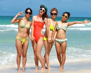 girls on a beach in Korea