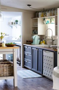 FARMHOUSE BAR STOOLS: 10 Beautiful Budget Friendly Options