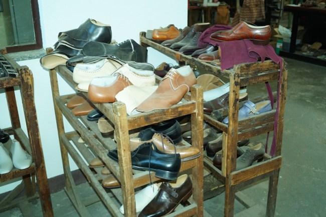the good 'ol shoemakers workshop, full of stuff!