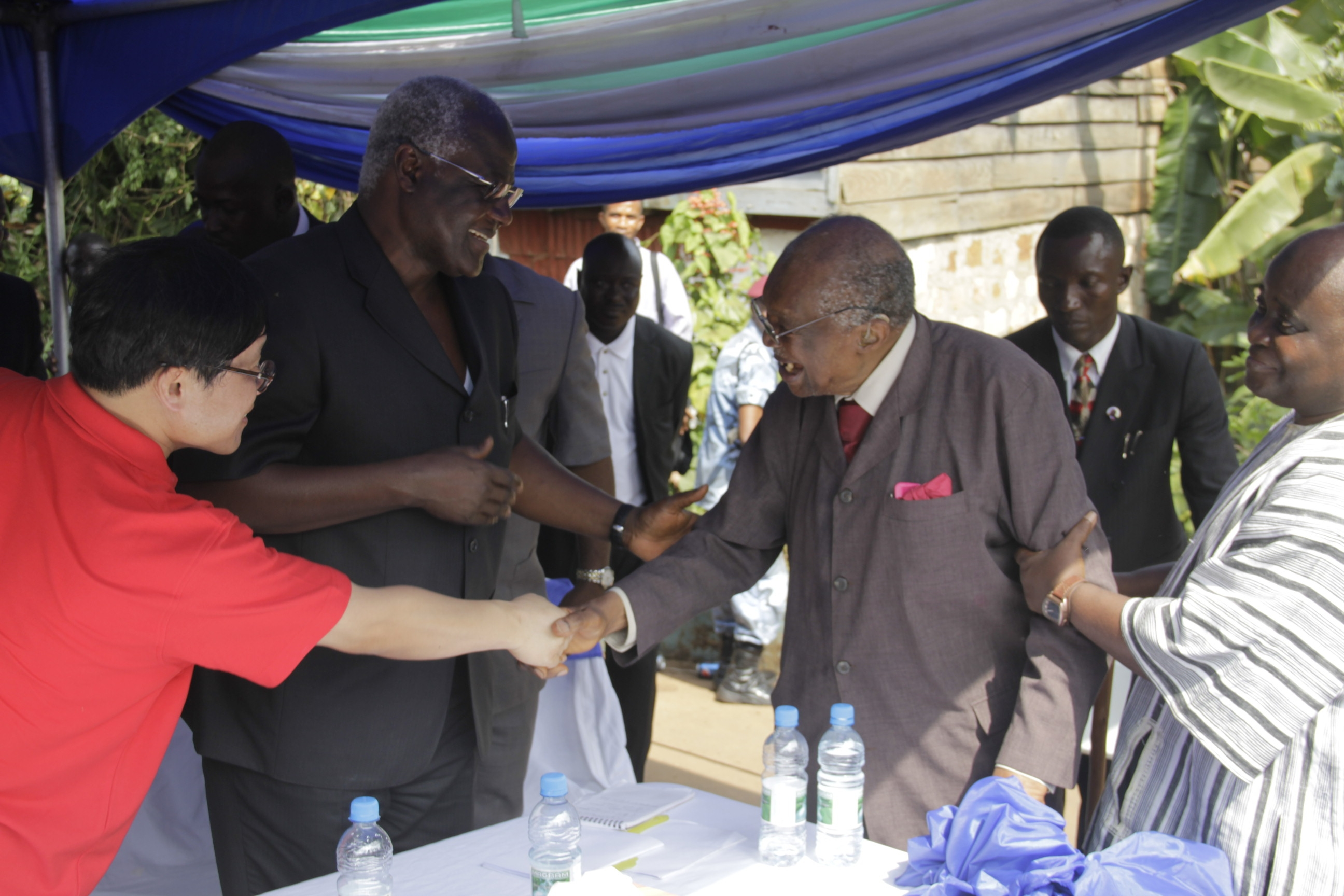President Koroma introduces APC  S A J  Pratt to Chinese Ambassador
