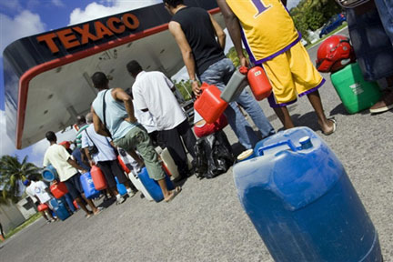 petrol queuing in salone