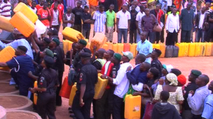 Nigerians queue for petrol