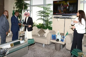 Prince Alwaleed receiving Pres. Koroma's letter from S.Leone Ambassdor to Saudi