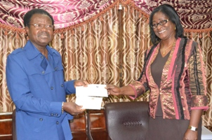 VP Foh receiving cheque from Sierratel Board Chairman -Mrs Alice Onomake