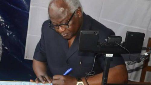 President Koroma registers to vote in 2018