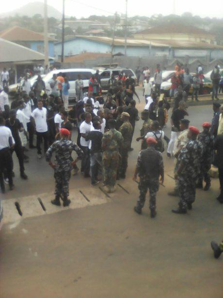 students blockade in Bo 4