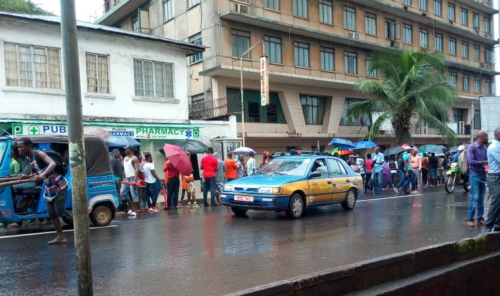 electricity customers queue up in Freetown to pay bills22