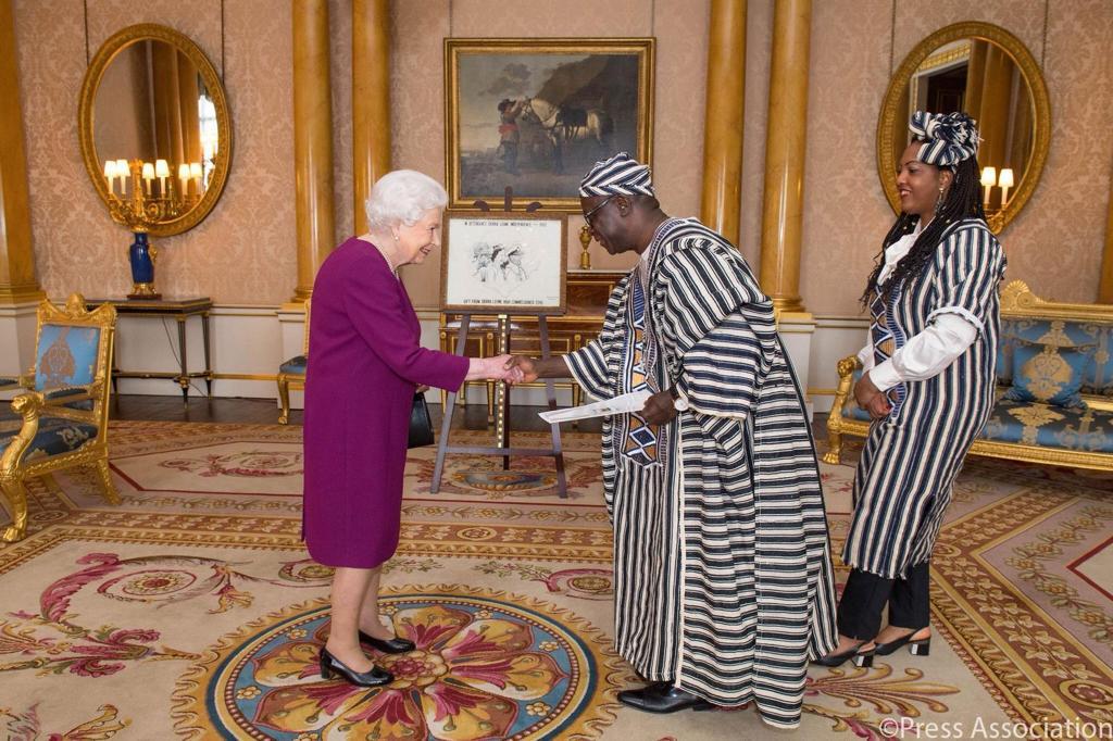 Tamba Lamina meets the Queen