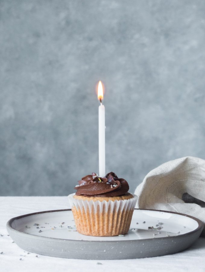 Vanilla Cupcakes w Choc lavender frosting
