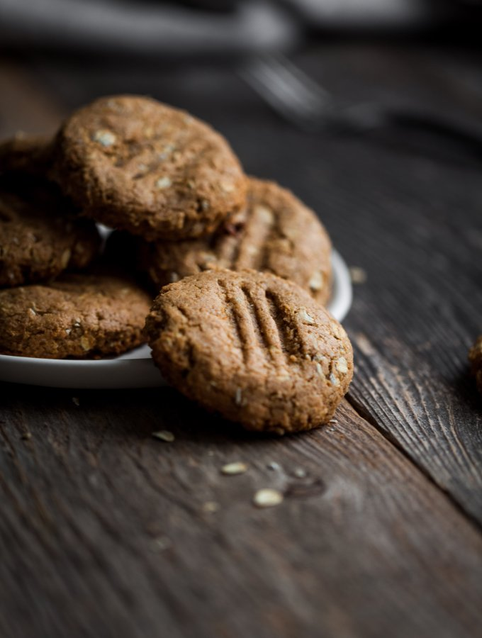 Chewy Peanut Butter Oatmeal Cookies [vegan]
