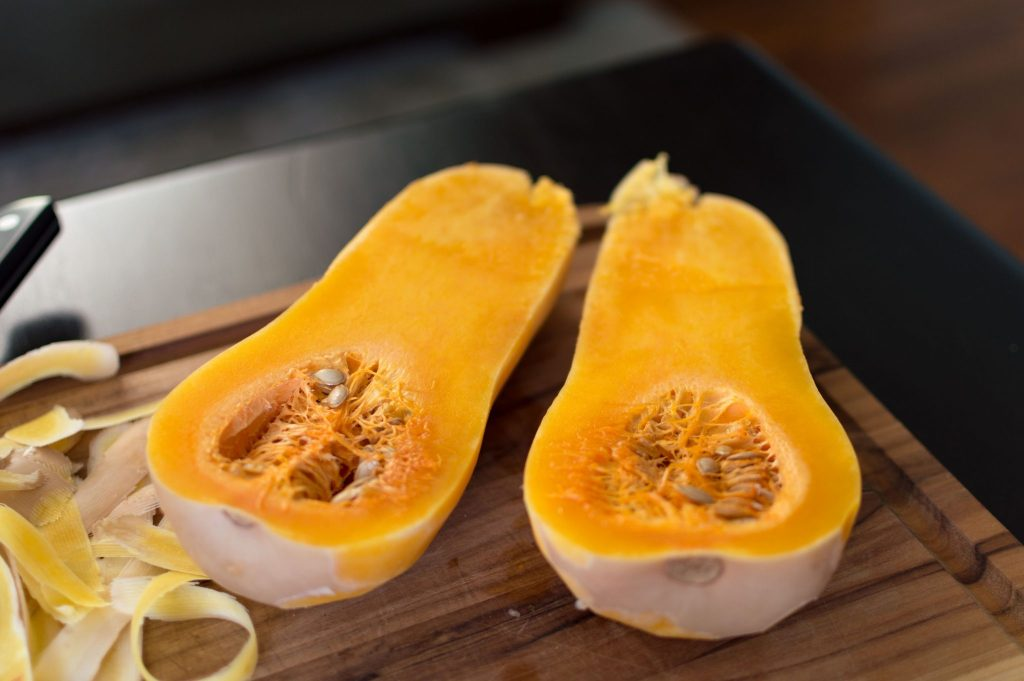 How to peel and dice a butternut squash the easy way! thesimplesupper.com