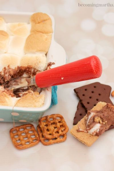 Peanut Butter Cup Smores Dip is a super easy and amazingly delicious treat to whip up for your next party or get together!