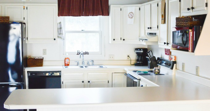 7 Realistic Ways to Keep Your Kitchen Countertops Clutter
