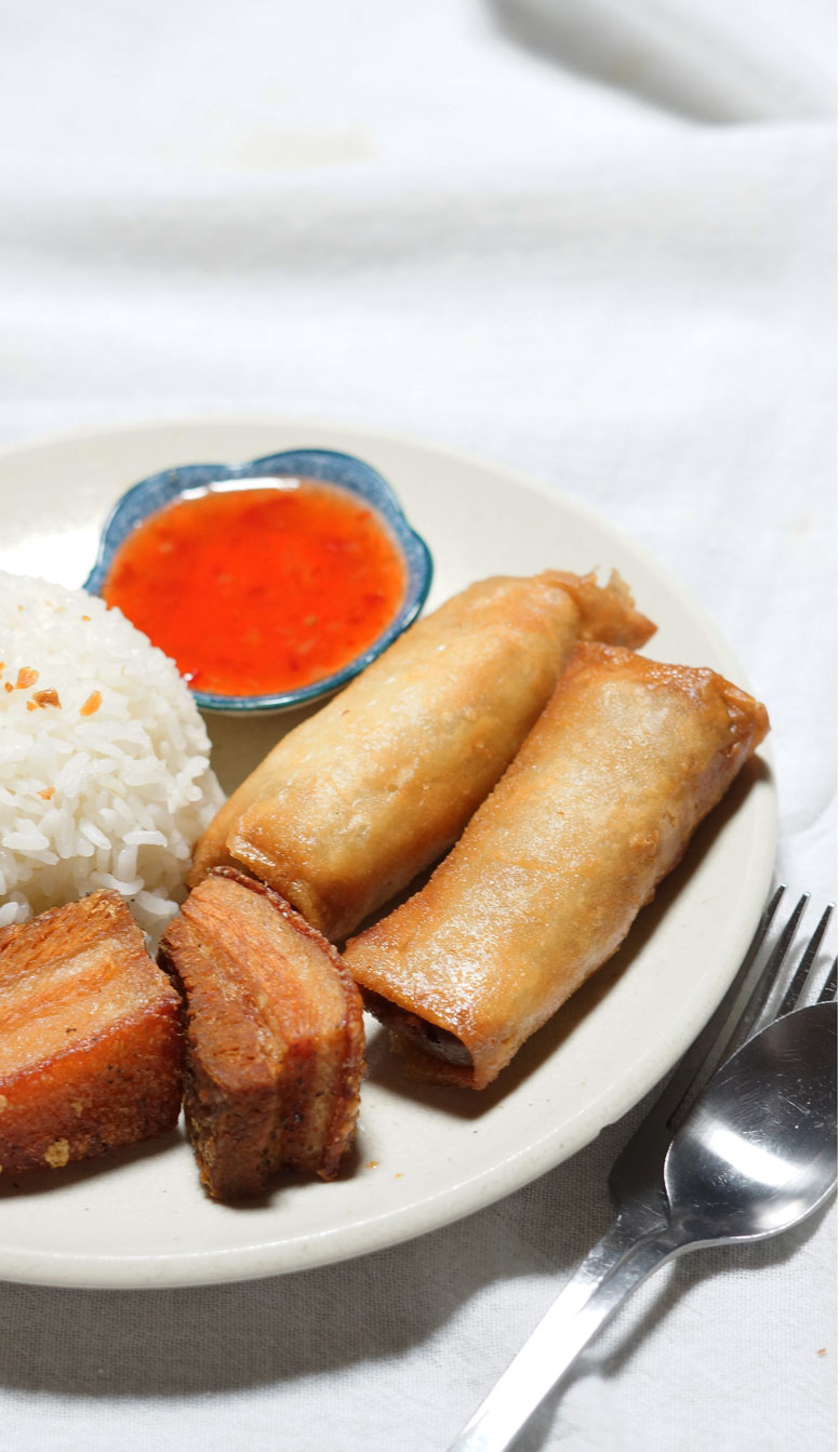 Filipino Food: How to Make Lumpiang Togue or Mung Bean Sprouts Spring Rolls. Crunchy and delicious appetizer for any party PLUS A VIDEO ON HOW TO WRAP SPRING ROLLS