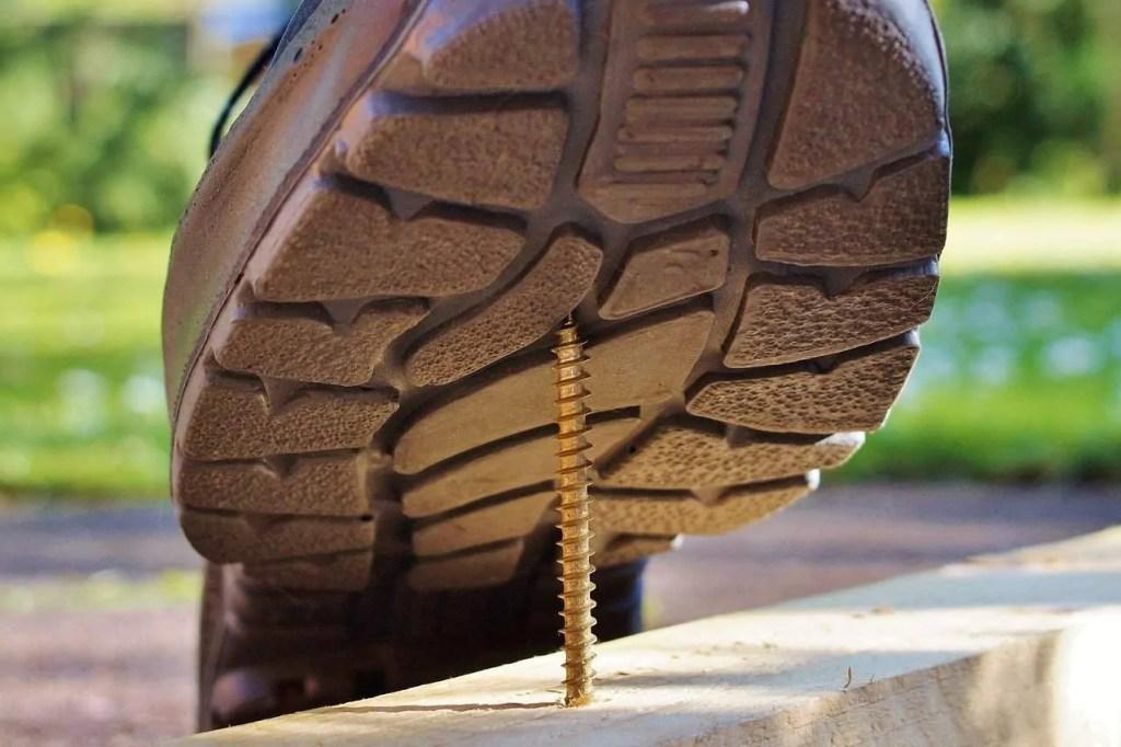 screw injury boot