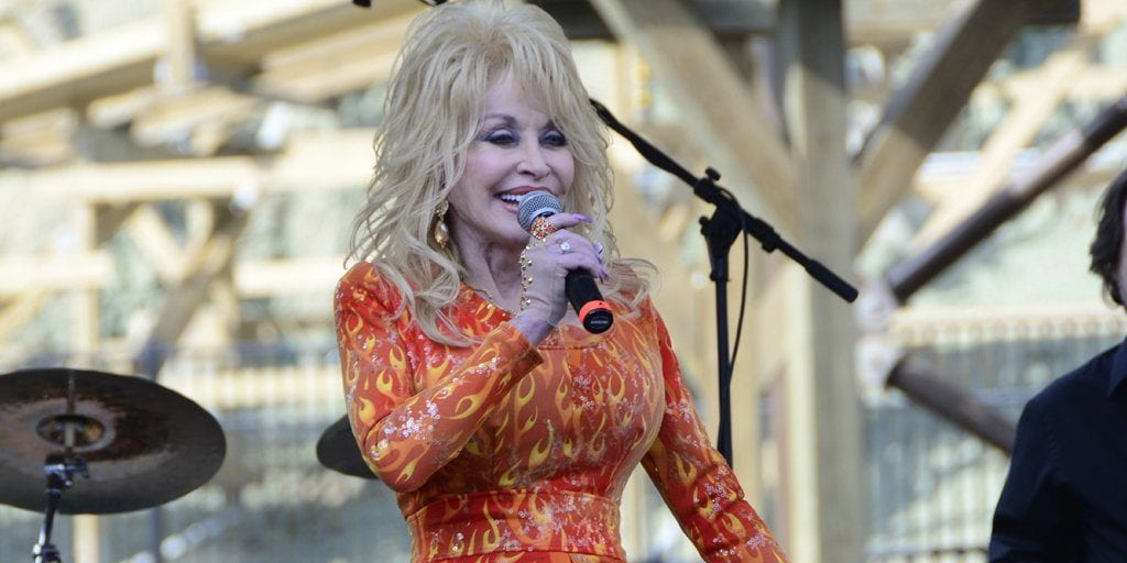 Dolly performs at Dollywood (photo by John Gullion/TheSmokies.com)