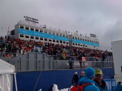 Crowd warming up before womens sbx