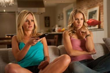 Anna Paquin and Kristen Bell in Scream 4.