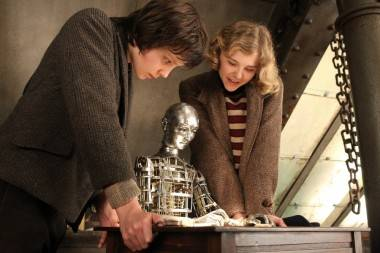 Asa Butterfield and Chloe Grace Moretz in Hugo image