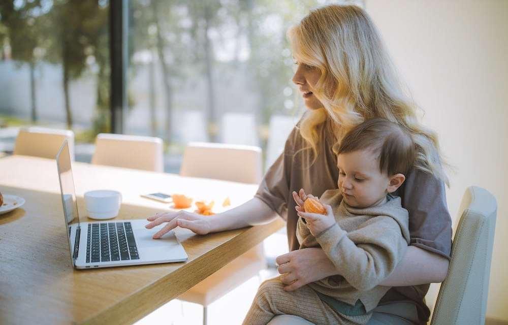 How to juggle motherhood and freelancing? by Ksenia Larina of @lemoneyeo