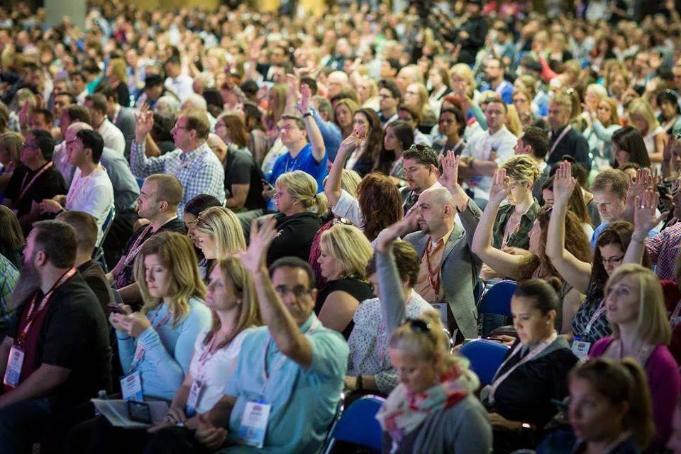 Raise Your Hands at Social Media Marketing World!
