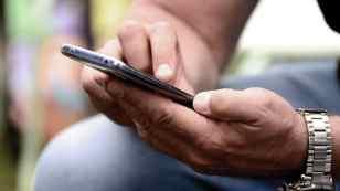 Annuncia il suicidio via sms, ma sbaglia e scrive a un vigile: salvato