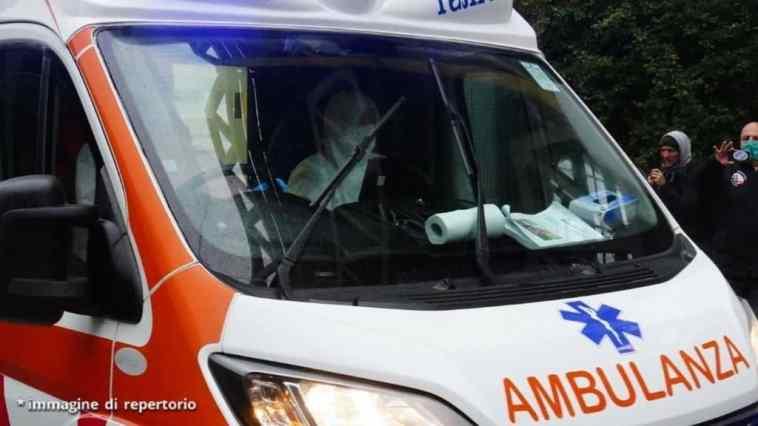 Incidente a Capri, bus turistico precipita per 20 metri. A bordo molti turisti compresi bambini